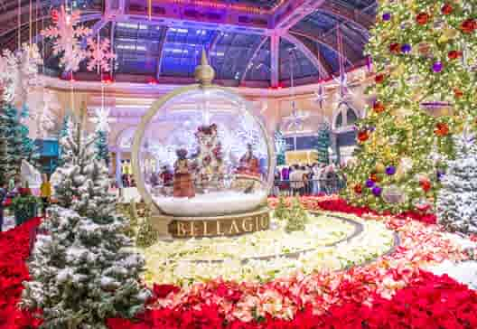 brightest holiday light destinations for foreign visitors usa