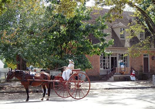 colonial williamsburg virginia for visitors to explore history of usa